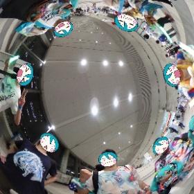 平成最後のマジカルミライ、スペシャルライブを含めた東京公演を初めて全通できたよ!体がもたんときが来ているのだ。でも凄く楽しかった...!!!ライブ後に千秋楽メンバーでピュイ! #マジカルミライ2018 #miku360 #theta360