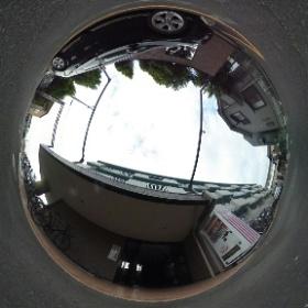 COSMO外観、玄関前。