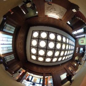 庭園美術館の一階入り口はいってすぐの部屋です。 豪華で素敵でした。  ドイツ式カイロプラクティック逗子整体院 www.zushi-seitai.com      #theta360
