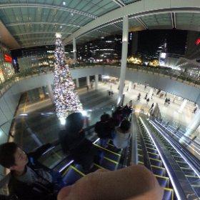 名古屋駅のエスカレーター降りにて #まるちゃん写真集