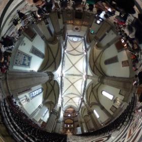 フィレンツェのサンタ・マリア・デル・フィオーレ大聖堂の中です。しばらく並んで入れました。凄くおおきな空間という感じです。 #theta360