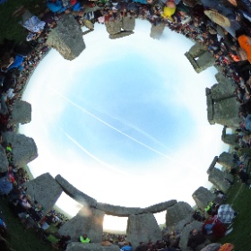 Stonehenge on Summer Solstice 2017 - Bread Offering - Day