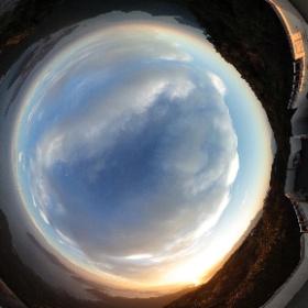 ミューイ天文台のある天草の龍ヶ嶽山頂展望台より日没直前の様子 #theta360