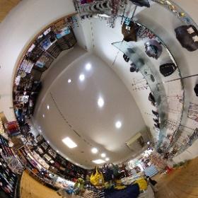 山口県周南市の雑貨・ギフトのNOICHI(のいち)  奇跡のジュエリー・幸福のパワーストーン  http://negaitama.com/  山口県周南市の徳山駅近くの雑貨店です。  フロアー紹介 地下1階 願魂 パワーストン・ジュエリー 〒745-0032 山口県周南市銀座1-17  山口県 周南市にある雑貨店 Noichiは、世界の雑貨、日本でも珍しい雑貨を世界中から山口県周南市に集めた、まさに大人の玉手箱みたいなお店です。 地下一階から、3階までところ狭しと珍しい雑貨が並ぶ。 #theta360