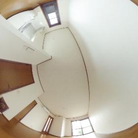 プルミエール大成 「大宮駅」から徒歩圏のメゾネットタイプのお部屋です。駅近なのに閑静な住宅街で日当たり良好なお部屋です。   敷地内に駐車場もある希少な物件です。 #theta360