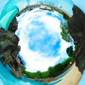 <百目木公園> 公園内にはプールやテニスコート、ドッグラン、芝生広場、ゲートボール場が整備されております♬ 8月中はプールをお楽しみください♬ プール利用期間:7月10日~(水)~8月31日(土) プール利用時間:9:00~17:00 ※気候不順の場合は休園       休:無休    プール料金:市内の方 一般560円、4歳~中学生まで280円         市外の方 一般840円、4歳~中学生まで420円