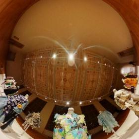 Uměleckoprůmyslové museum v Praze doplnilo svou velkou výstavu Šílený hedvábník. Zika &Lída Ascher. Pod názvem Ascher Challenge prezentuje módní kolekci, kterou vytvořili studenti Ateliéru módní tvorby. Foto: #PetrSalek, #ARTmagazin.eu #theta360