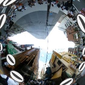 昨日の上野での360度写真、ポケモンGOで路地にカメックスが出現、不忍池からポケモンマスターが大挙してきてた。都会怖い。 #theta360