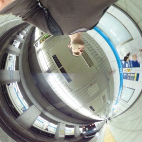 About to board the metro #theta360 https://www.evernote.com/shard/s2/sh/72a2a046-e271-457f-b0cd-328fed268581/3983ad5a2002276b7d8278f3d434dea7