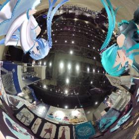 サッポロファクトリーホール内の初音ミクシンフォニーさんのブース❣️実物見ると思わずまた手がのびちゃいますね☺️💓 #雪ミク #初音ミク  #miku360