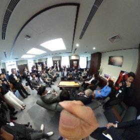 6月7日、サントリーサンゴリアスの選手たちとNSWワラターズの選手たちが、スポーツ庁の鈴木大地長官を訪問。 #theta360