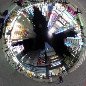 歌舞伎町。ゴジラは上手く写らなかった。