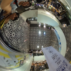 バンコクのショッピングモール。日本と変わらない雰囲気。