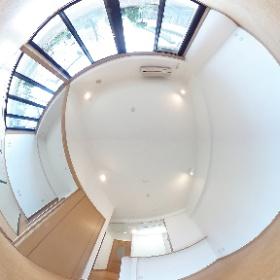 大宮駅に一番近い高台に建つデザインマンション「新田(にった)ビレッジ パインビュー館。さいたま市見沼区中川) コルク床の広いLDKが魅力的。 #theta360
