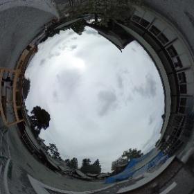 2016.10.8 熊本県阿蘇市 阿蘇神社 熊本地震後、何度も阿蘇に足を運んでいましたが、阿蘇神社に来たのは初めてです。熊本城の被災具合を見て、自然の怖さを感じたのですが、今日の阿蘇神社は阿蘇山の噴火直後のためか、より自然の怖さを感じてしまいました。 #theta360
