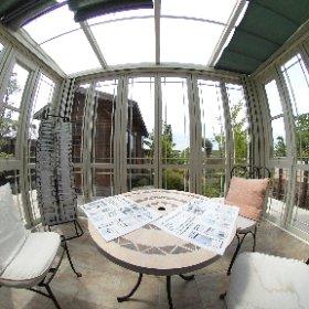 お庭とエクステリアの京阪グリーンです。 大津展示場(本社)に展示しているガーデンルーム内の様子です。これ以外にもあと3点、ガーデンルームを展示しています。