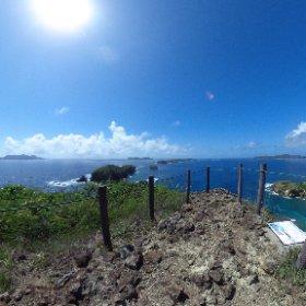 母島最南端の小富士頂上から、母島列島を望む。ちなみに母島の周りにあるのは姉島や妹島と女系。 #tamashima #小笠原