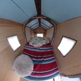 和歌山のデュニヤマヒルの山口さんの、室内が伸びる軽キャンパー内部に潜入しました! 今までにない不思議な居住感でした。