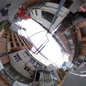 渋谷南廃墟群一般公開最終日に 廃道直前道路でシータその2 ジュネス順心として知られる築81年築のアパート前で。 #渋谷 #廃墟群 #廃道 #theta360
