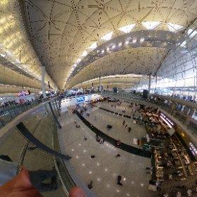 9月2日月曜日の香港国際空港。平穏かつ超空いてまシータθ #theta360