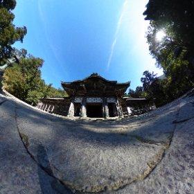 大山寺から更に奥へ歩を進めると、大神山神社奥院があります。 奇跡的に人がいない瞬間があったので、360度カメラで。  #theta360