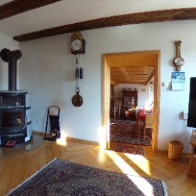 Wohnzimmer mit direktem Zugang zur grossen sonnigen Terrasse #theta360