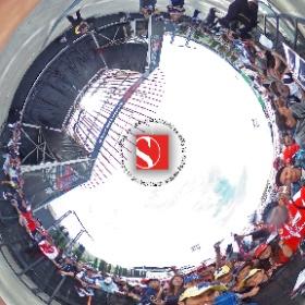 2016 United States Grand Prix - Felipe Nasr with Fans - Sauber F1 Team