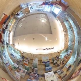 星野リゾート ロテルド比叡、書籍コーナー。 #しがトコ #琵琶湖 #滋賀県 #滋賀 #びわ湖 #星野リゾート #theta360