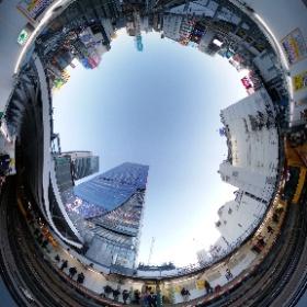 東京メトロ銀座線渋谷駅。空が見えるホームでスクランブルスクエアとシータ。この歴史あるホームも今日で最後でした。 #渋谷駅 #銀座線 #theta360