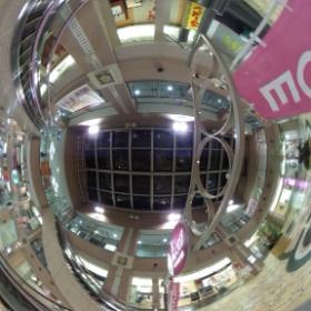 @dddo2it: #RICOH #THETA #全天球写真 阪急伊丹駅3階 吹き抜け その2 なかなか人通りが途切れず(^^;;