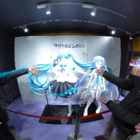 じゃーん! 渋谷タワレコにある等身大ミクさんでーす! #miku360 #theta360