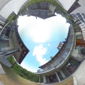 Varese, vicinanze castello di Masnago e parco Mantegazza, vendiamo appartamento di nuova costruzione con finiture extracapitolato, giardino privato e ampio box doppio. Contesto signorile. Cl.En.B IPE 42.88 kWh/m2a. Euro 270.000,00 (Rif VA/2258)