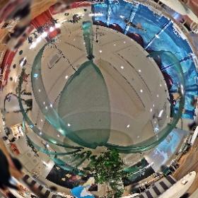 2021.3 表参道原宿で、期間限定開催中の「アリスカフェ」店内の様子です。動画はこちらから→  https://youtu.be/Vcn_clTXFvc  #TDR全天球画