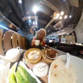 香港では飲茶の店で老人が新聞片手にダラダラと時を過ごすのを見かけるが、60歳の老人は今日は午前中はスマホ片手にダラダラと過ごす所存であります・・・