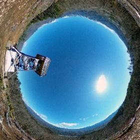 中山展望台(北杜市)  晴れ 風強し 12℃ 2020-04-19 山梨県北杜市  #theta360