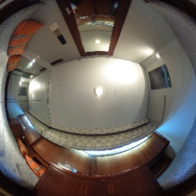 70' Hatteras Port Guest Stateroom #theta360