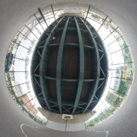 江戸川区松本1丁目38付近のバスケットボール コート。 環七沿いにあって天井、フェンス付きのプレイしやすい場所。