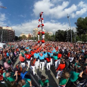What it's like to be in the middle of the Castellers, as they build  human towers - in a most iconic #Barcelona location. (Just turn around to see the Sagrada Familia Cathedral) This is an amazing tradition, reaching back to the 18th century. #theta360