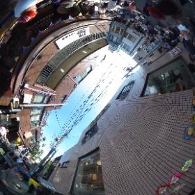 2016.5.15 下北沢こはぜ珈琲前の通りで隔月開催の、やなかまストリートマーケット!の様子。ほとんど見えないけど、角でthe Worthlessが演奏中。 #theta360