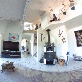 Grosse und helle Maisonette-Dachwohnung mit Balkon und Garage in Grellingen zu verkaufen