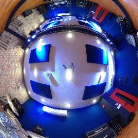秋葉原店のB1stではラディックのドラムセットを常設!LED照明もあり、雰囲気抜群の中リハーサル出来ます!