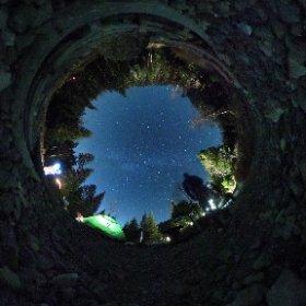 満天の星空をリコー THETA S + マンフロット PIXI で。八ヶ岳にあるオーレン小屋のテン場から天の川。iPhone 6s Plus で長時間シャッターを切る自分のシルエットが揺れる。