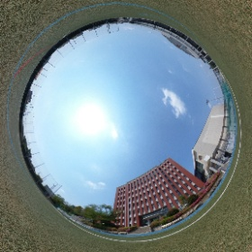 人工芝の高校グラウンドです。