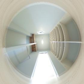 那珂川町ベージュタイルの家 愛犬にもやさしい家できました♪ ウォーキングクローゼットと書庫がある部屋 ウォーキングクローゼットを撮影 #theta360