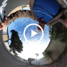 vidéo sphérique d'une promenade à vélo en Agde 34300 hérault france le long du fleuve hérault sur la piste cyclable passage sous le pont qui enjambe le fleuve. Philippe Le Bras #theta360 #theta360fr