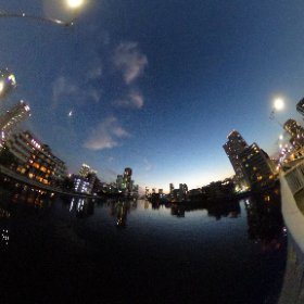 月島の朝潮大橋から朝潮橋方向 ここは川じゃなくて豊洲運河?