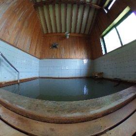 新安比温泉静流閣の【銀の湯】  作家の瀬戸内寂聴先生が名付け親です。 太古の海水が閉じ込められた化石海水の強塩泉です。  今朝はのんびりお湯に浸かりました。 #theta360