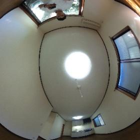 世田谷区深沢にあります「ノースヴィレッジ」1LDKアパートのダイニングキッチンスペースです。新婚さんにおすすめの空間です。詳細はこちらhttp://www.futabafudousan.com/bukken/syousai/0/1022ssi.html #theta360