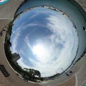 天気が悪いと言われていた横須賀も、いざ来てみればこのとおりのお天気。ついてるぅ!#miku360 #theta360