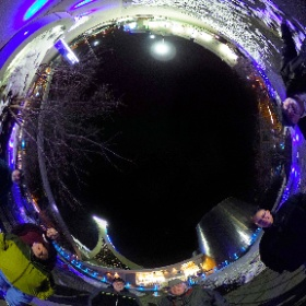 22 mars 2018, Planétarium Rio Tinto de Montréal Quelques membres du club d'astronomie de Laval (CAAL) ont assisté à la présentation «Demain l'espace». Dans le ciel, un croissant de Lune en conjonction avec Aldébaran et Sirius dans les cordages du mat.